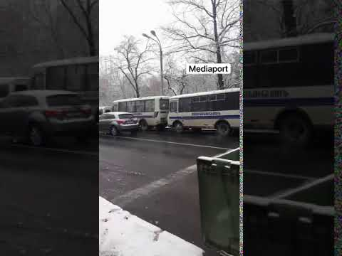 Տեսանյութ.Ազգային ժողովի շենքի մոտ տասնյակ ավտոբուսներով ոստիկանական մեծաթիվ ուժեր են բերվել