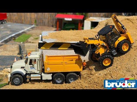 BRUDER TOYS TRUCK \u0026 EXCAVATOR sand work!