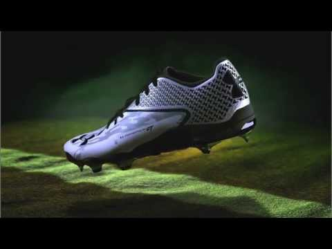 e92a7e0f273 Under Armour Men s Deception Molded Metal Baseball Cleats - YouTube