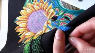 Вышивание бисером на руках: процесс.