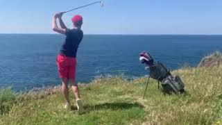Déconfinement à Marseille : un golfeur utilise des balles hydrosolubles face à la mer