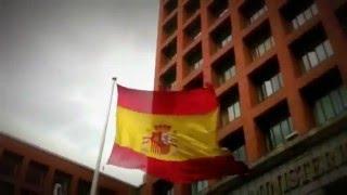Bandera de España al viento