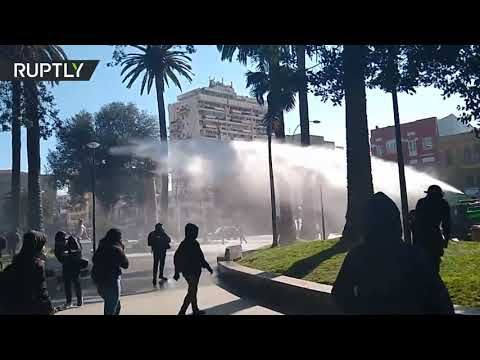 Student protest in Chile escalates, riot police deploys water cannon