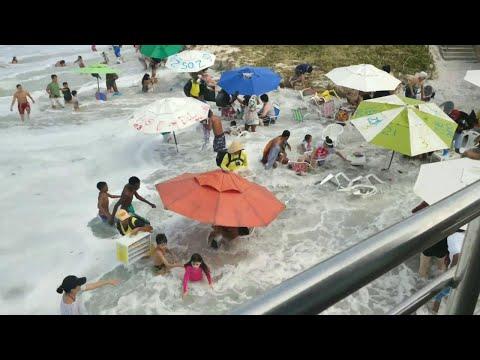 Rio de Janeiro, onda improvvisa sulla spiaggia: le urla dei bagnanti