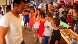 A lingua Corsa sur la place publiques à Sartene en Corse du Sud avec les scolaires