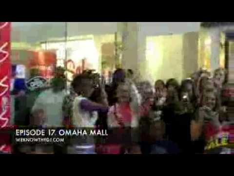 Justin Bieber & Crew sing OMAHA MALL (JB sings That should be me)