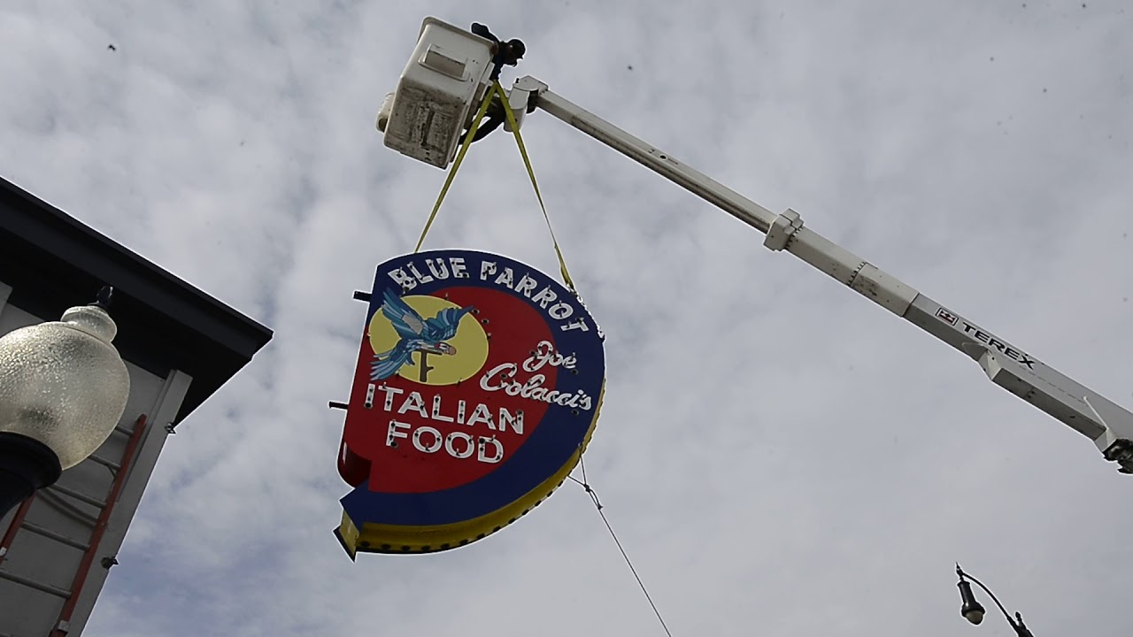 Will Blue parrot restaurant louisville co