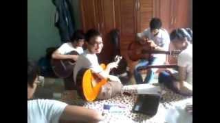 1 buổi luyện tập của clb guitar hàm rồng! :v