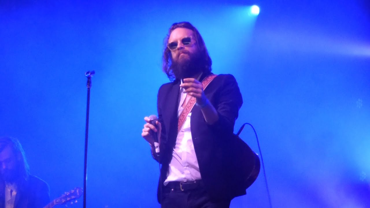 father-john-misty-the-night-josh-tillman-came-to-our-apt-live-at-lowlands-22-08-2015-strangedaysindeed9
