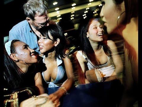 Таиланд 18+.Эксклюзив.Трансы соблазняют голой грудью!