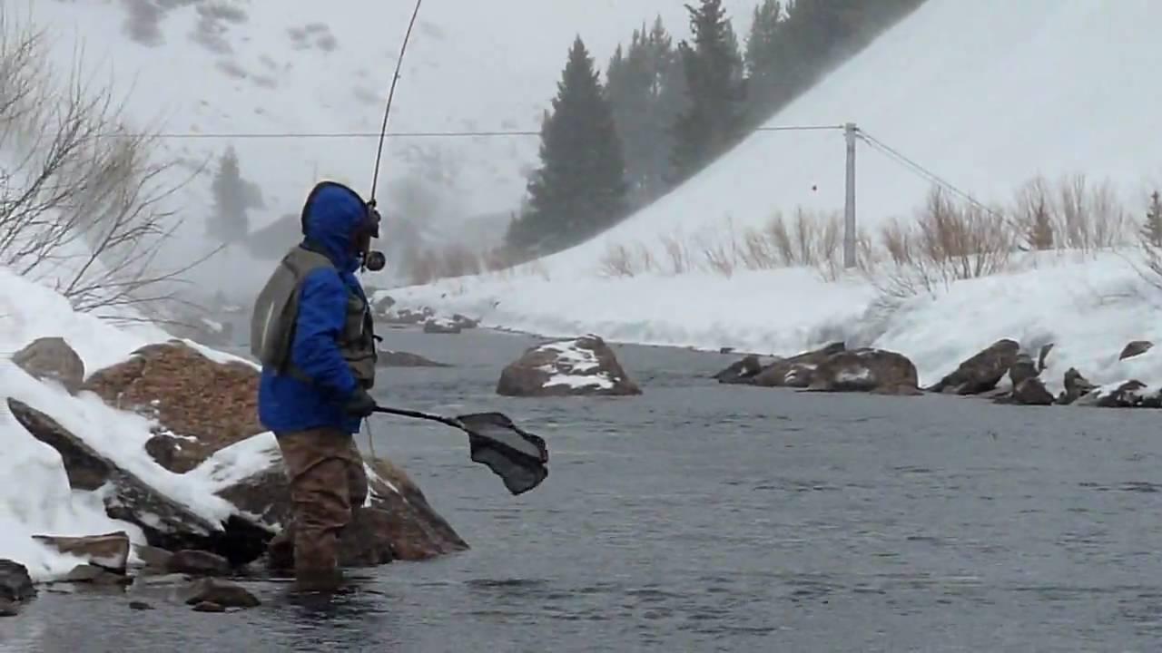 women-fishing-in-snow