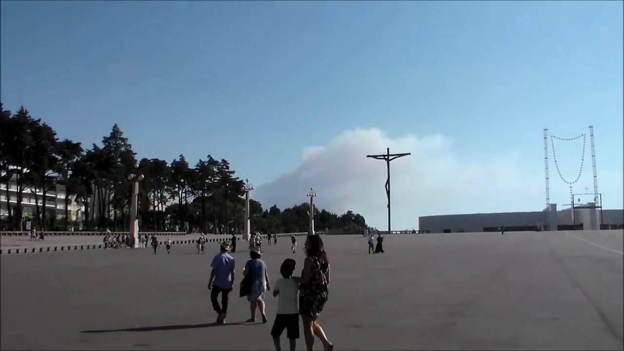 Portugal wild fires seen close to Fatima - YouTube