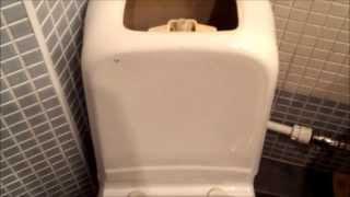 Как отремонтировать сливной бачок(Сливной бачок унитаза протекает при спуске воды, плохо заполняется водой, и вода не перестает заполняться...., 2013-08-18T14:20:44.000Z)