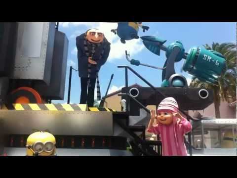 Despicable Me Superstar Parade float party zone - Universal Studios Florida