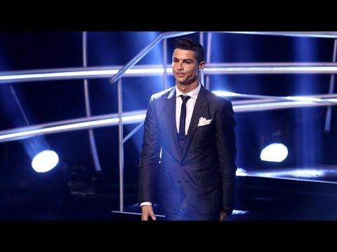 """Maradona le entregó el premio """"The Best"""" a Cristiano Ronaldo - Café de la Tarde"""