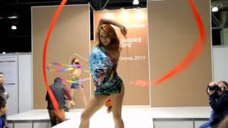 Сексуальные танцы с лентами на показе мод Bellissima ♥ Lingerie 2014