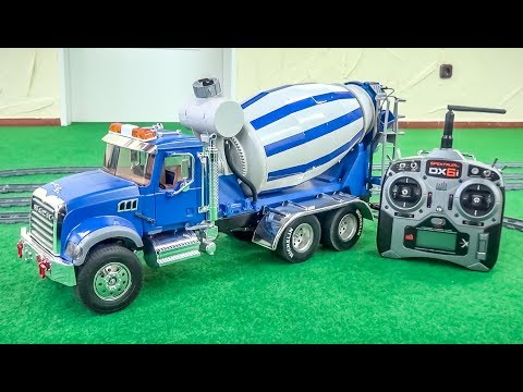 AWESOME RC Mixer Truck gets unboxed and tested! Full Functions!