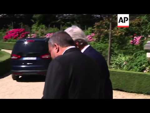 Kerry meets separately with Hariri and Lieberman