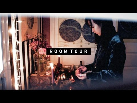 A ROOM TOUR   Of some sort...