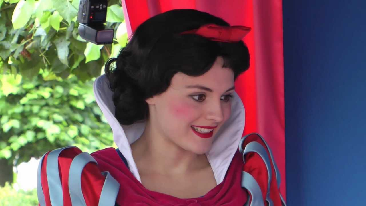 snow white blanche neige disneyland paris youtube. Black Bedroom Furniture Sets. Home Design Ideas