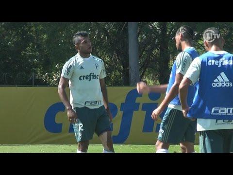 Borja treina entre os reservas e se incomoda com chegada de zagueiro