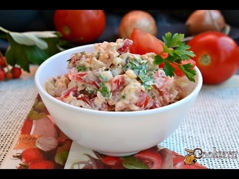 Салат из курицы с помидорами и перцем