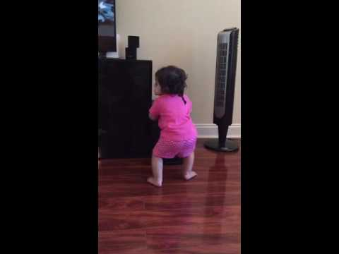 1 year old baby dancing on GFBF song.. Booty shaking