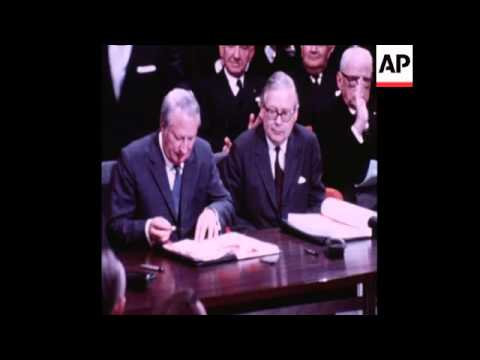 SYND 22-1-72 EDWARD HEATH AND  IRISH REPUBLICAN PRIME MINISTER JACK LYNCH, SIGN COMMON MARKET TREATY