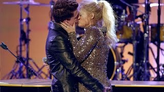 Meghan Trainor & Charlie Puth KISS during 'Marvin Gaye' Performance at 2015 AMAs