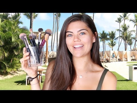 WHAT'S IN MY MAKEUP TRAVEL BAG | DOMINICAN REPUBLIC 2016!