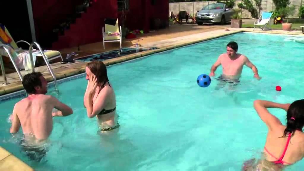 Une bombe dans une piscine youtube for Bar dans une piscine