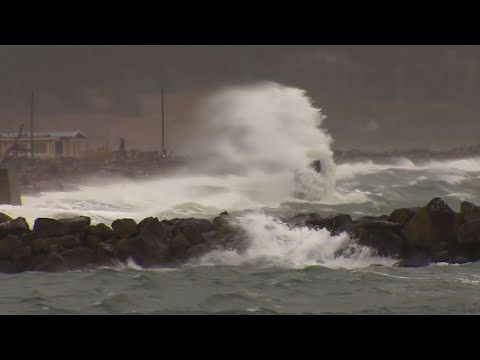 Raw: Dangerous Winds in Western Washington State