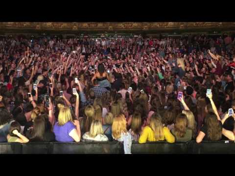 Dan + Shay - How Not To (Crowd Singing In Kansas City)