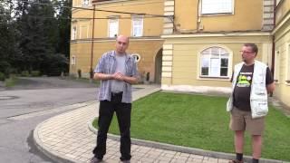 Prohlídka exteriérů Záběhlického zámku (Sousedská slavnost Trojmezí, 20.9.2014)