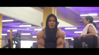 Rutina bíceps y tríceps alternados para tener brazos gigantes, Julian Tanaka