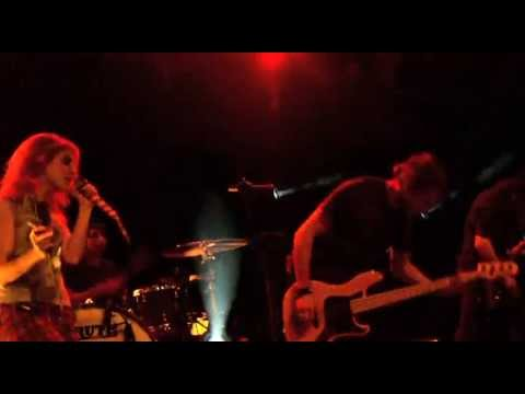 """Paramore: """"Misery Business"""" (Live 09/2009, München)"""