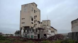 c253435d2e Implosão do laboratório da antiga Companhia Cervejaria Antarctica Paulista  (Ribeirão Preto-SP)