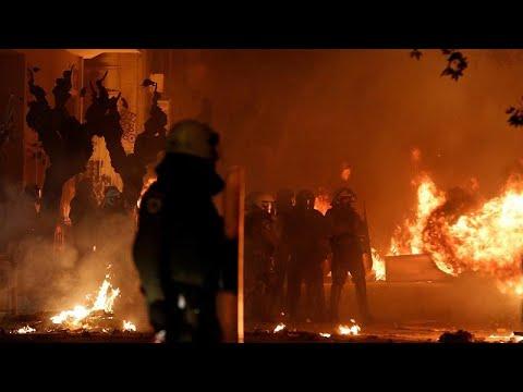 Protesto torna centro de Atenas em campo de batalha