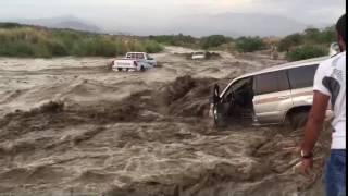 2السيول تجرف الدفاع المدني والمواطنين في العين الحارة جيزان 10/5/2016