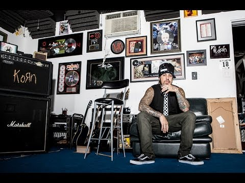 fieldy of korn talks bass going number one and paradigm shift youtube. Black Bedroom Furniture Sets. Home Design Ideas