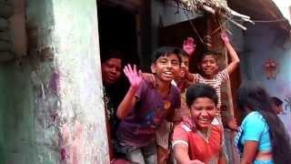 Как живут в Индии. Священный город Пури, индийские нищие улицы.(Я в ВКонтакте, добавляйтесь в друзья - http://vk.com/d.erastov Вот так вот люди живут в Индии... И это поверьте ещё цветоч..., 2014-03-20T13:14:20.000Z)