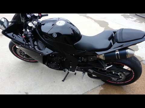 download 2012 Black Yamaha R1 Lowered start up and walk around