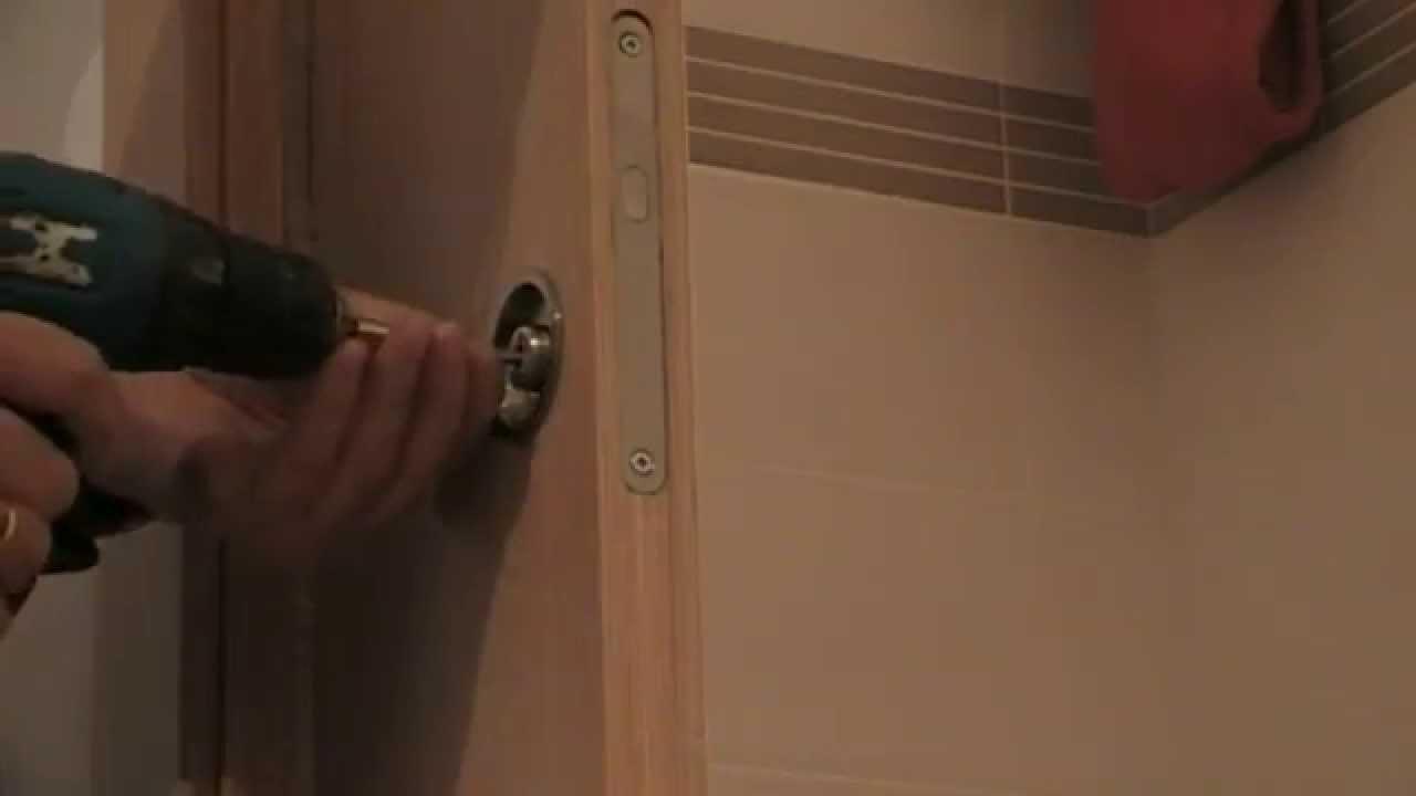 Poner un pestillo en una puerta corredera  YouTube