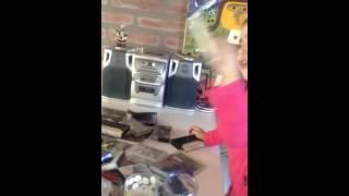 Juanita descubre los cassettes