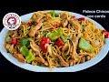 Fideos chinos con cerdo y vegetales. Comida China