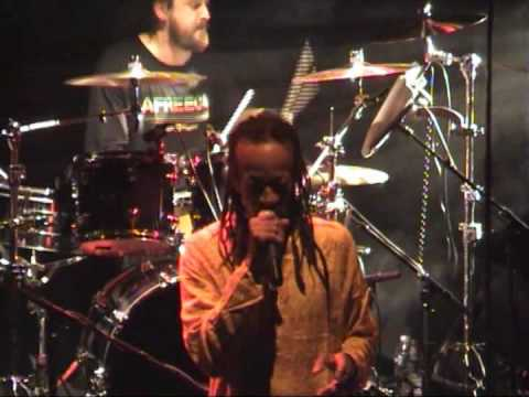 Kiddus I(Live HQ) backed by Homegrown Band-Graduation in Zion Live(Rockers)