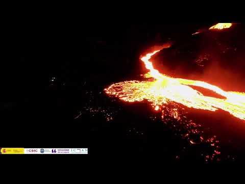 Vídeo | La lava entra en La Laguna que queda a merced del volcán