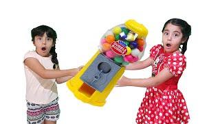 Aynı Şeker Makinesini İsteyen İkizler  توأمتها يريدوا نفس ماكينة الحلويات !!