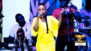 Prestation de Aicha Koné à Mbour