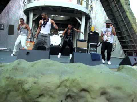 JLS  The Club Is A at six flags great america 81010